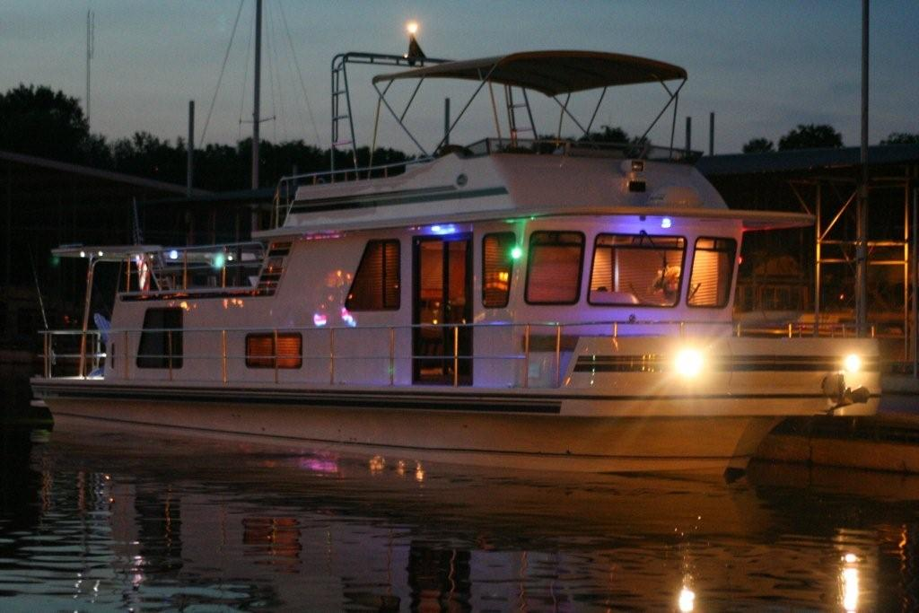Boat Living : Types Of Liveaboard Boats. You Have Many Choices.