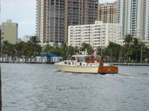 Displacement cruiser in Fort Lauderdale